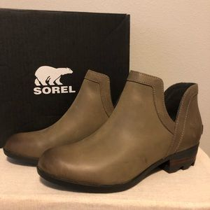 Sorel Lolla Cut Out Boot Ash Brown Size 6.5